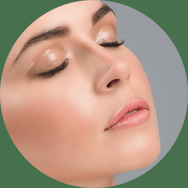 Wimpern und Augenbrauen